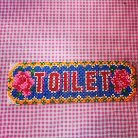 Toilet bord van hama gemaakt