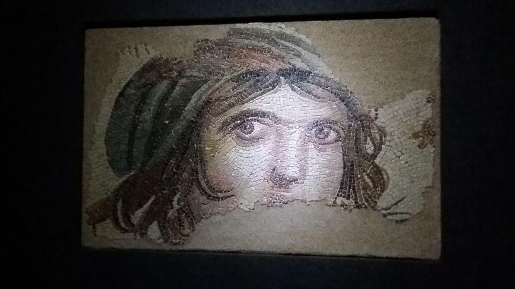 Gaziantep / Çingene kız..Mozaik müzesi