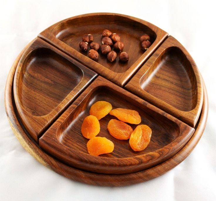 Wooden platter set with four separable bowls