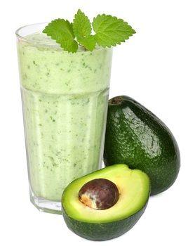 Diät Shake Rezept: Avocado-Tomaten-Smoothie. Eine Portion gesunde pflanzliche Fette kombiniert mit jeder Menge lebenswichtiger Vitamine.