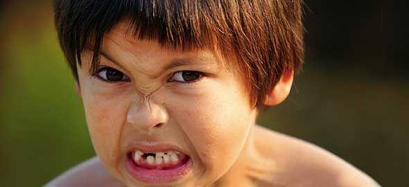 Τι φταίει και το παιδί έχει διαρκώς νεύρα και θυμό, πώς μπορείτε να το βοηθάτε να ηρεμεί και πότε είναι απαραίτητη η συμβολή παιδοψυχολόγου;