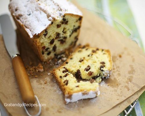 Classic Russian keks (sweet raisin bread) is moist, delicious and easy to make. The taste of this bread brings back memories of my childhood. This bread goes really well with a cup of tea or coffee in the morning.