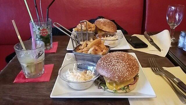 Burgertime - cheesburger - Pommes - Paris - frankreich