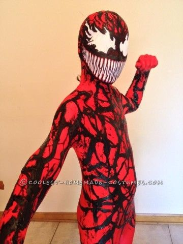 My son is a huge Spiderman fan and asked if I could make him a Carnage costume.If you are not a comic person... Carnage is the offspring of Venom...