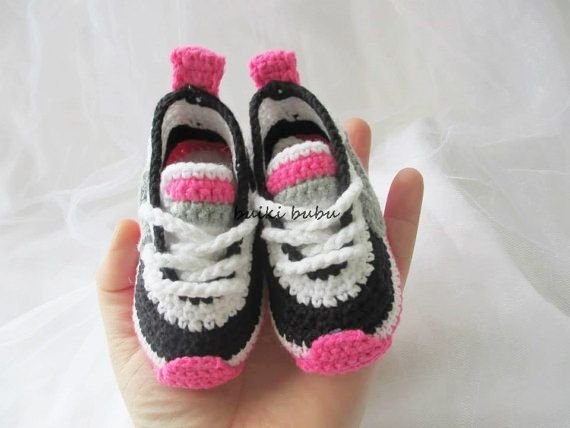 Crochet Baby Booties Crochet baby sneakers crochet by BUBUCrochet                                                                                                                                                      Mais