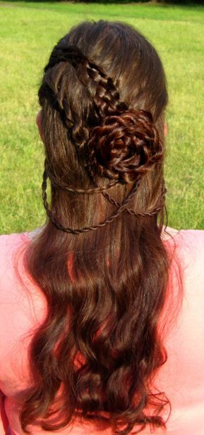 35 Mind-Bogglingly Complicated Braids That Are A Feat Of Human Ingenuity These are beautiful! Guys will never have hair like this. Trending Hairstyles, Pretty Hairstyles, Girl Hairstyles, Braided Hairstyles, School Hairstyles, Updo Hairstyle, Hairdos, Rose Braid, Medieval Hairstyles