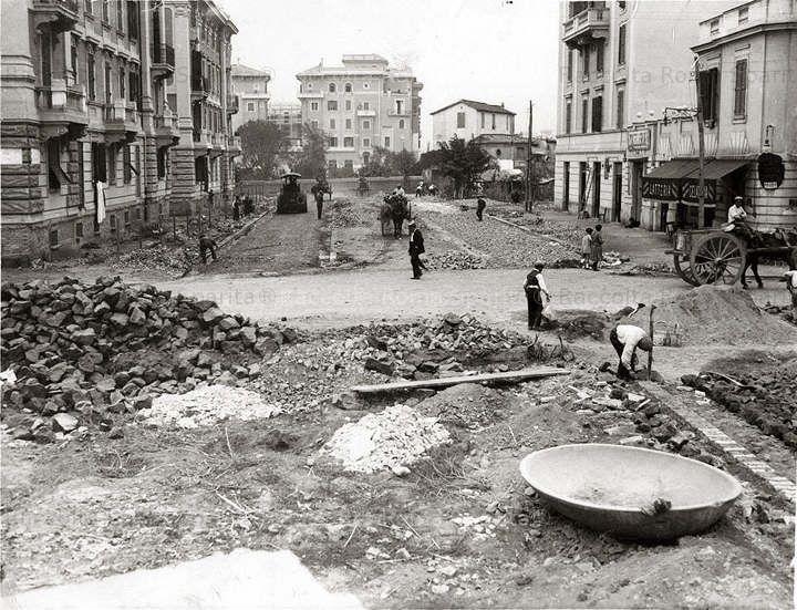 Foto storiche di Roma - Via Gallia e in fondo piazza Tuscolo