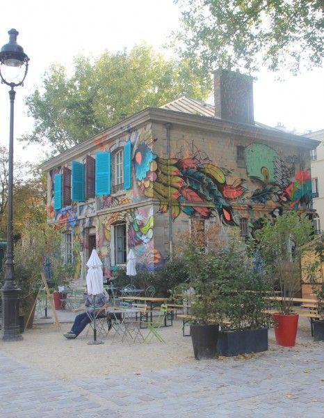 Dans le 19e arrondissement de Paris, l'ancienne demeure du gardien du canal se dressait face au bassin, à l'abandon. L'agence artistique Sinny & Ooko a redonné vie à ce lieu désormais nommé Le Pavillon des Canaux. http://www.elle.fr/Deco/Les-visites-privees/Toutes-les-visites-privees/Le-Pavillon-des-Canaux-une-decoration-comme-a-la-maison-2818836