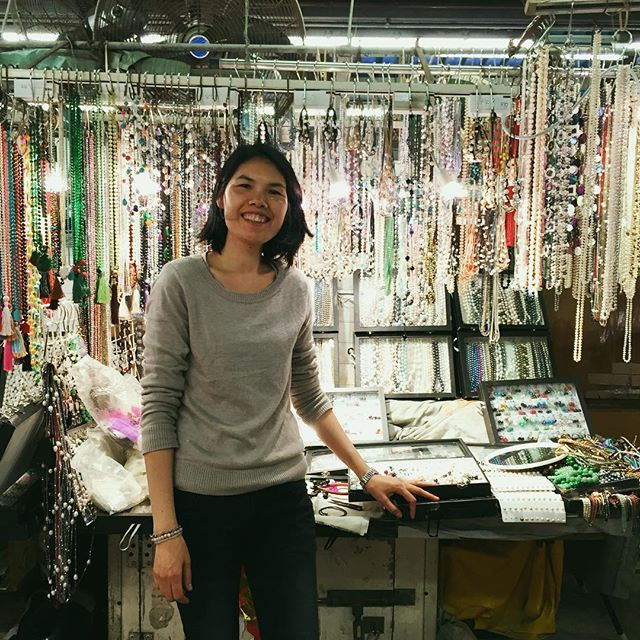 Sandras Pearls, stall number 447. Bought some loveeeeeely earrings from this gorgeous lady. #jade #jewelrygram #home #香港 #yaumatei #wanderlust #travel #travelblog #jademarket #earrings #hkig #hongkong #china #chinese #culture