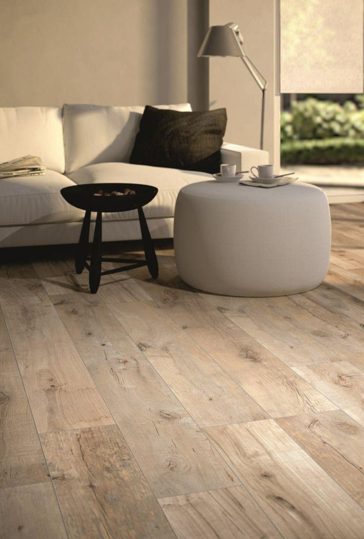 sofá blanca y suelo que imita madera en el salón