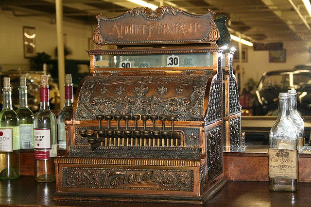 Another vintage cash register