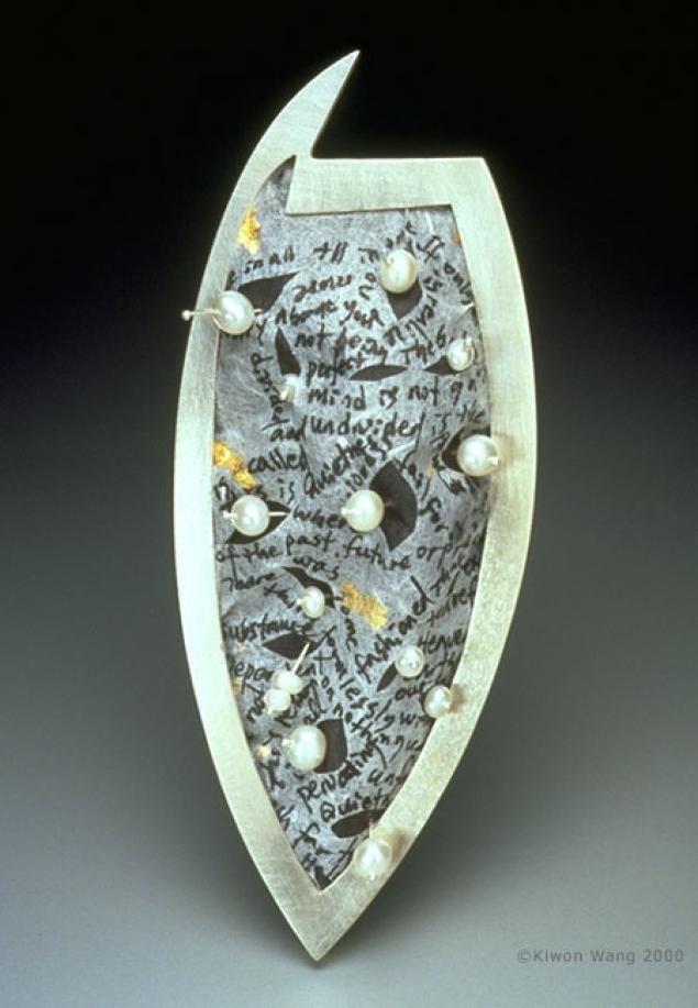 Кореянка Kiwon Wang очень умело сочетает в своих работах драгоценные металлы, жемчуг и БУМАГУ.Вот некоторые из её творений.