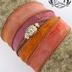 Bracelet en soie teintée à la main, tête de mort.