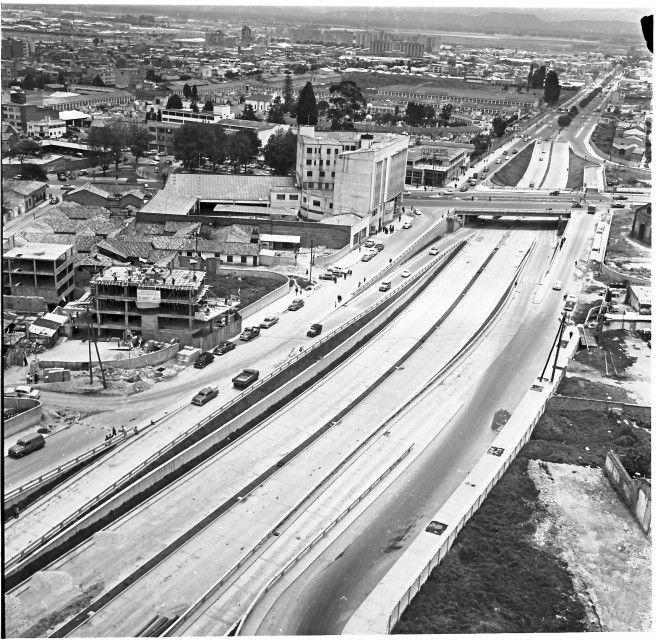 Construcción de los puentes de la calle 26 / Manuel H / 1962 / Colección Museo de Bogotá: MdB 11806 / Todos los derechos reservados