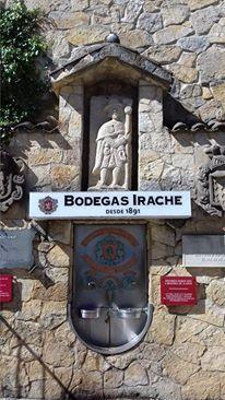 Lungo il Cammino di Santiago, nella città di Estrella in Navarra, in prossimità del Monastero di Irache, uno dei primi luoghi utilizzati per dare assistenza ai pellegrini stanchi che intraprendevano il cammino, c'è una fontana davvero particolare. Costruita in pietra … Per saperne di più