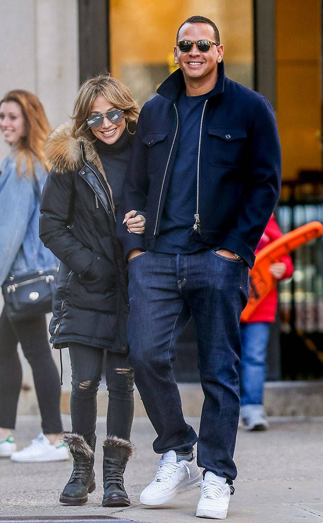 Jennifer Lopez & Alex Rodriguez are too cute for words and their aviator and rounded sunnies are too cool!