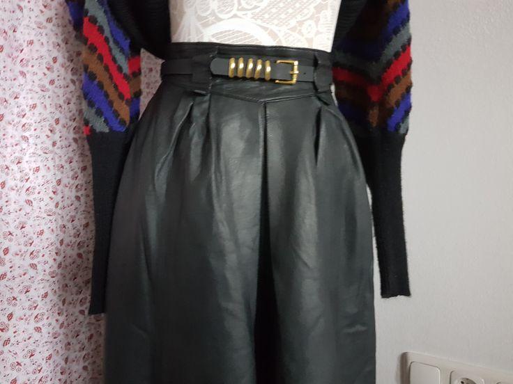 Vintage Röcke - Schwarzer Lederrock mit Gürtel - ein Designerstück von maricagillmaier bei DaWanda