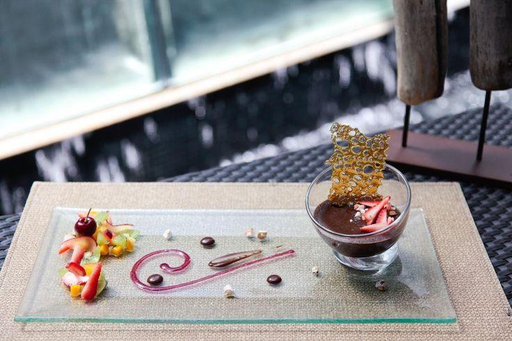 Fondant de chocolate, crema de baileys y frutos rojos