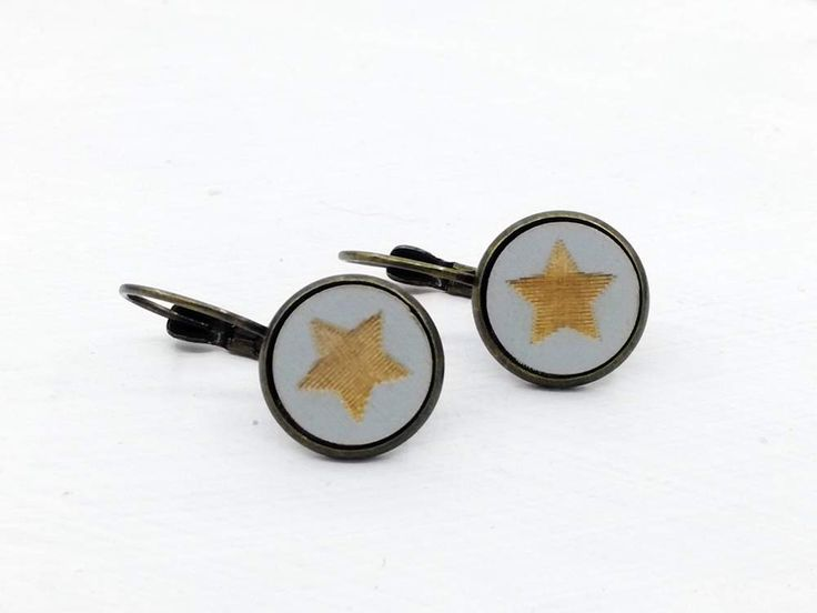Ohrhänger - Cabochon Ohrringe Ohrhänger Stern Holz grau  12mm - ein Designerstück von DenieraSchmuckdesign bei DaWanda