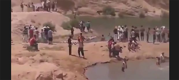 Mystery Lake Appears in The Middle of The Desert!  http://www.krawly.com/news/mystery-lake-appears-in-the-middle-of-the-desert/