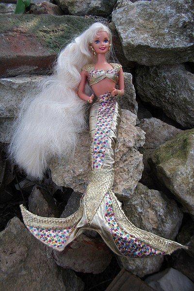Une Barbie sirène.   44 jouets que tous les enfants des années 1990 voulaient pour Noël