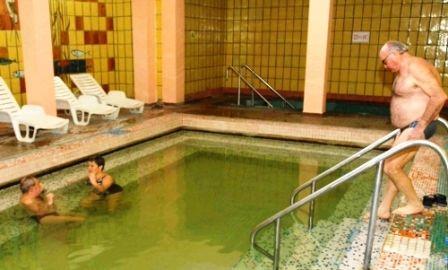 A megismételt vizsgálatok igazolták a csongrádi víz jótékony hatását a kopásos ízületi betegségeknél. Hamarosan fejlesztések is kezdődnek a fürdőben.