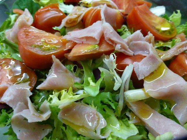 Ensalada verde y jamón de pavo. Ver la receta http://www.mis-recetas.org/recetas/show/41862-ensalada-verde-y-jamon-de-pavo