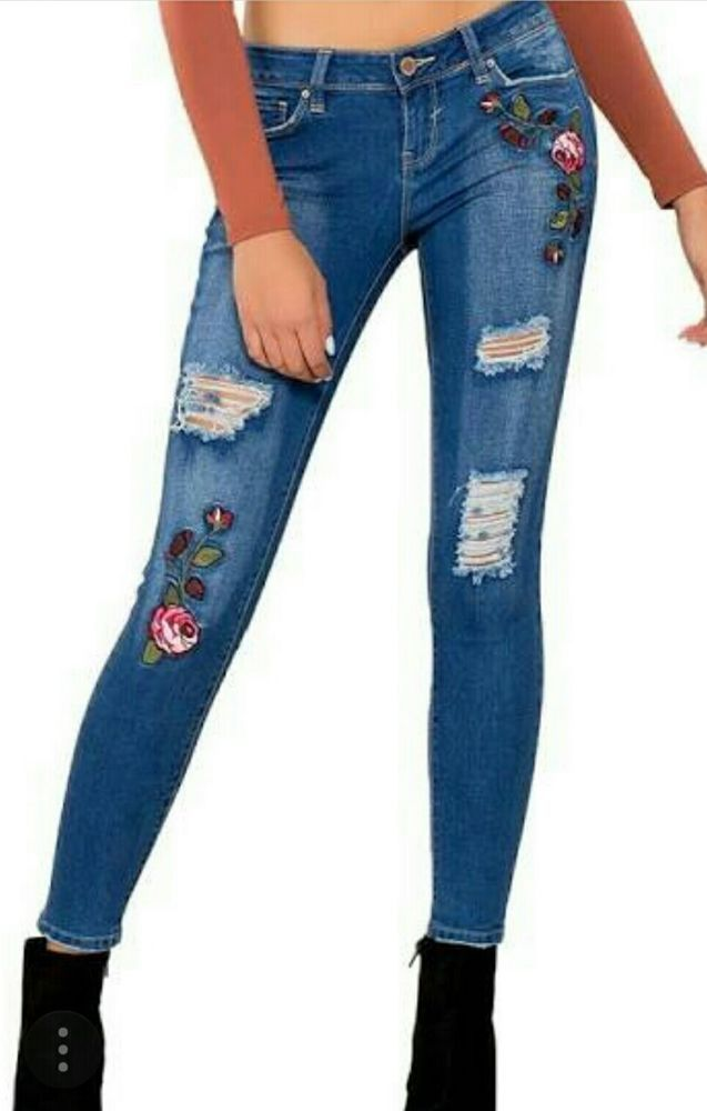 b6a21d2c28fc3 Women s YMI Skinny Ankle Jeans Rip   Tear Floral Embroidered Med Wash Jr  Size 9  YMI   ...