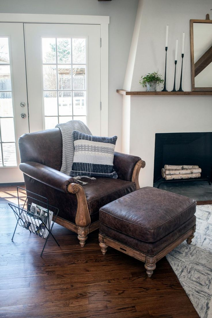 588 best hgtv fixer upper with chip joanna images on for Living room joanna gaines