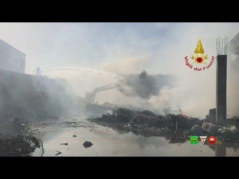 Vigili del Fuoco - Pomezia (RM) Incendio deposito plastica, carta e mate...