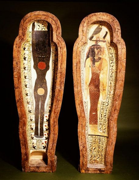 The mummy of Peftjauneith, inspector of temple estates in the Egyptian Nile delta, was found lying in this beautifully painted coffin. The decoration is an indication of his high function in society. The coffin is made of solid wood which must have cost a fortune in Egypt. If you want to read more, click on the image. | Rijksmuseum van Oudheden