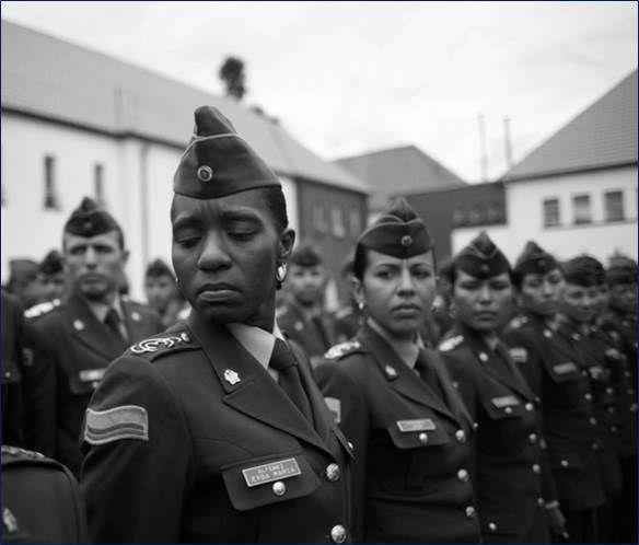 """En 1977 ingresa a la Escuela """"General Santander"""" el primer curso femenino de oficiales #124Aniversario"""