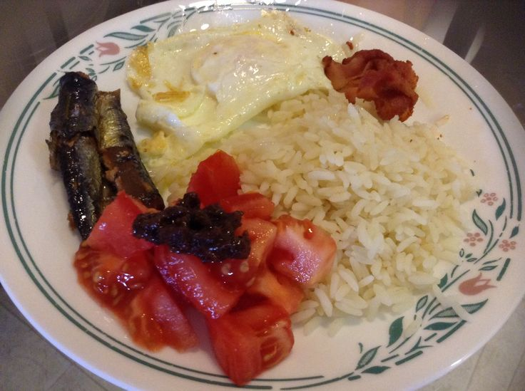 Dried Herring in oil, tomatoes-anchovy, egg and a strip of bacon.