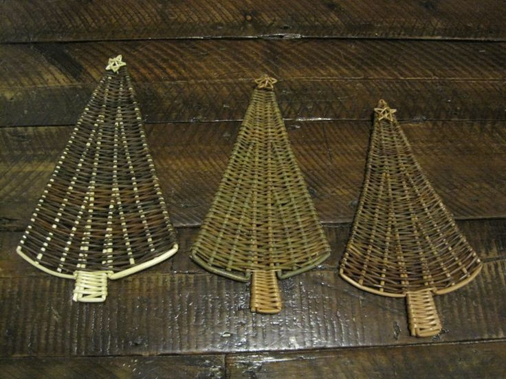 I create a varied selection of more modern, contemporary and decorative willow structures and decorations using traditional weaving material and techniques.