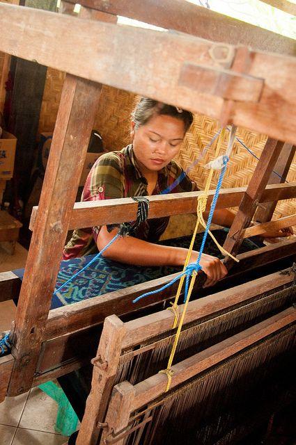 weaver photo by raspberrytart - Sari Amerta Batik Bali Art Shop in Batubulang