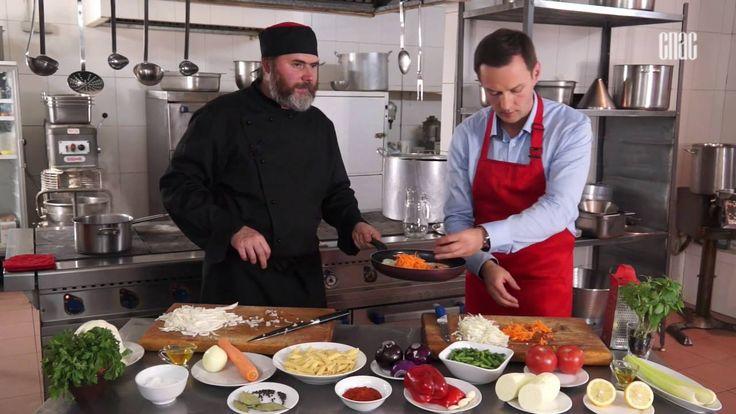 Щи с грибами,макароны с овощами,салат из сельдерея и помидоров.