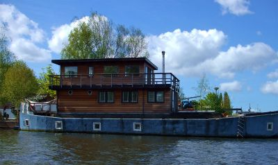 House boat 13
