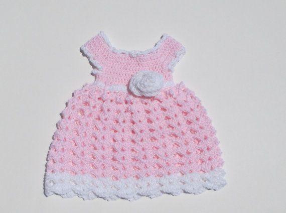Ecco un simpatico uncinetto baby abito perfetto per ogni bambina. Portare voi bambino a casa dallospedale in esso o dare come regalo doccia