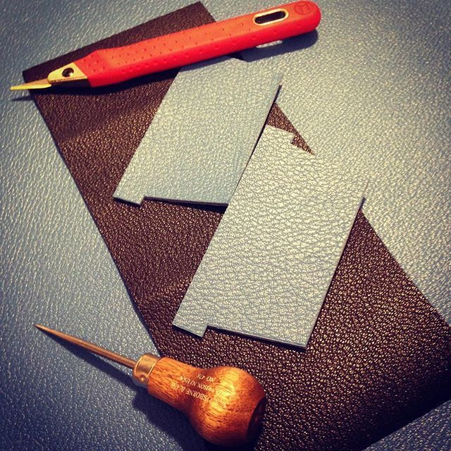 Working late tonight...#leatherwallet #leathercraft #handcrafted #leathergoods #alran #alransully #sully #leathertools