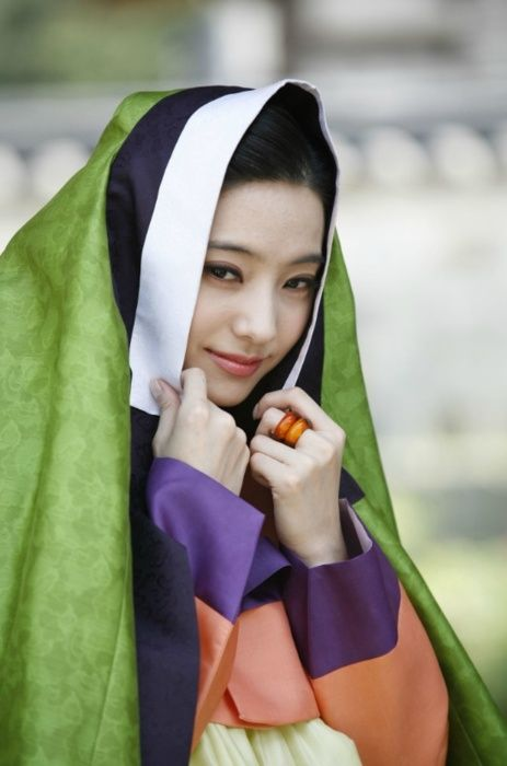 Pretty lady wearing 한복 hanbok, Korean traditional costume clothes #hanbok #Korean #lady #costume
