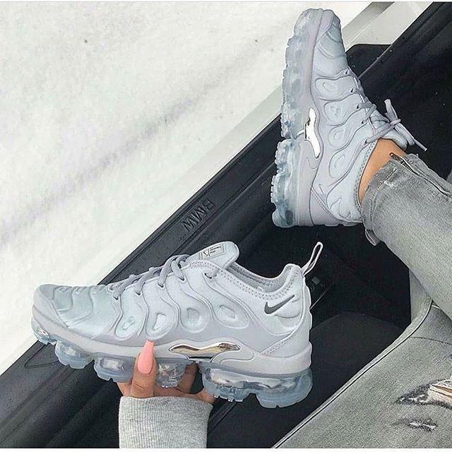 Nike Air Vapormax Herren Frauenschuh Mit Bildern Nike Schuhe Damen Schuhe Damen Sneaker Nike Schuhe