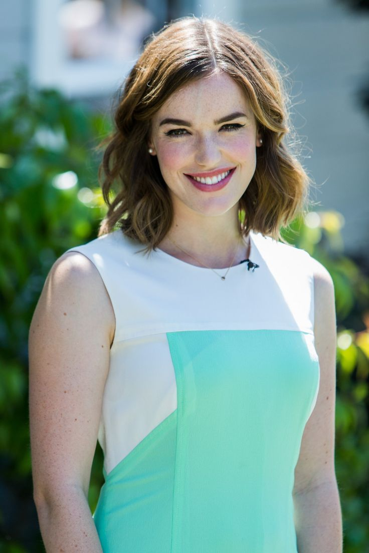 Jemma Aiken is rocking her new do! The newly wedded woman chopped off half of her hair and is loving her short hair. She said she might keep it this way until she returns to her show Agents of Shield.