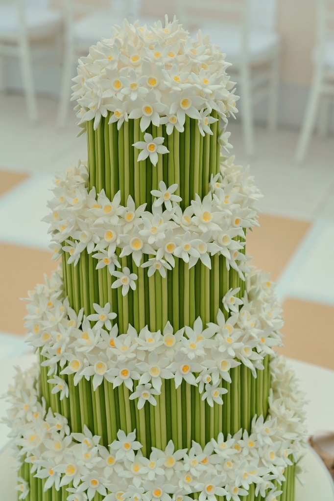 Narcissus flower cake. This is a very detail and beautiful cake.