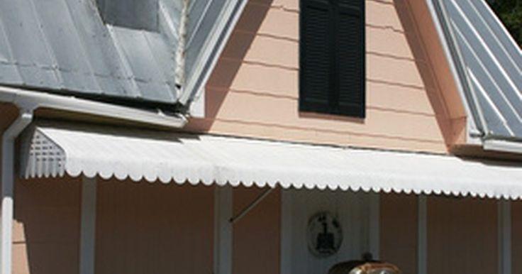 Cómo comprar tejas baratas para los techos de la casa. Sustituir las tejas del techo de una casa es un gran proyecto que requiere una planificación y un costo considerable. Según reconoce el experto en mejoras del hogar Bob Vila, hay disponibles varios materiales de tejas. Estos incluyen el asfalto, la madera, el metal, la teja, el hormigón y el ladrillo. La de asfalto es la opción más económica, con ...
