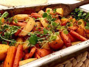 Kuori, pese ja pilko juurekset. Sekoita kaikki muut aineet öljyyn ja kaada seos juuresten sekaan. Pyörittele mausteet tasaisesti jokapuolelle.…