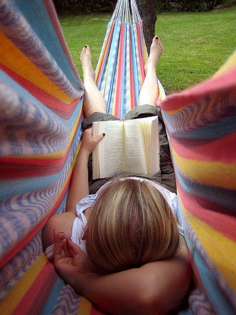letture rilassate sull'amaca