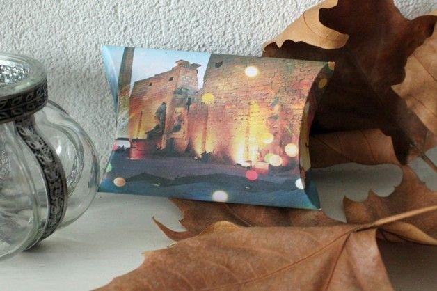 SOLD Geschenkdoosje/Pillow box Luxor tempel - Uniek cadeau doosje. Leuk om te geven met een klein cadeautje, sieraden of geld. - - - - Unique gift box. Lovely to use to wrap a small gift, jewelery or money.