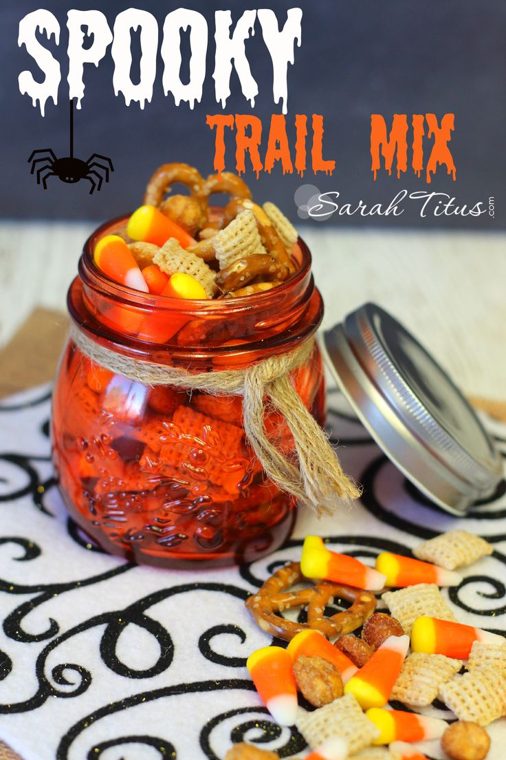 If you love candy corn like me, but it's way too sweet for you, you'll love this Spooky Trail Mix. #halloween #spookytrailmix