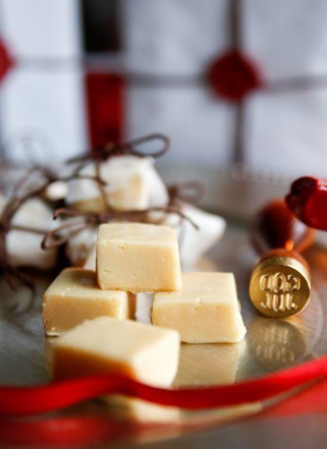 Jag erkänner! Jag är inne i en total ingefäraperiod… Kan bara inte få nog Annons Direkt till fudgen! Ingredienser 125 g marshmallows 1 dl strösocker 1 dl grädde 50 gram smör finrivet skal från 1 citron 1 msk nyriven färsk ingefära 200 g vit choklad Gör så här: 1. Om du har stora mashmallows, klipp […]