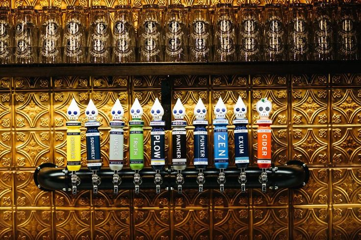 Rhinegeist's Cluhouse offers 10 beers on tap. Choose from 3 beverage packages and consider a number of additional offerings to customize the bar for your event. Ask your event manager during a tour or details meeting!